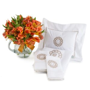 Almofadinha e fraldas Laura Ashley com flores