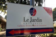 Le jardin restaurante e cafeteria,  tipicamente francesa, comida francesa